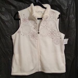 Croft and Barrow white sweater vest w/snowflakes